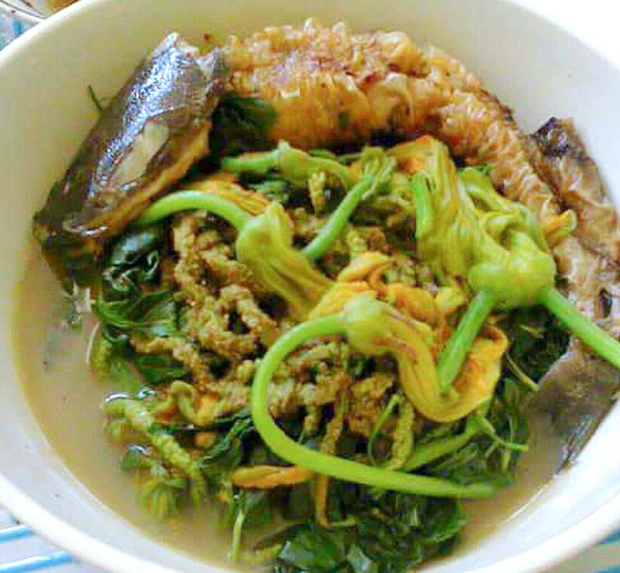 Diningdeng na Saluyot na may Pritong Hito