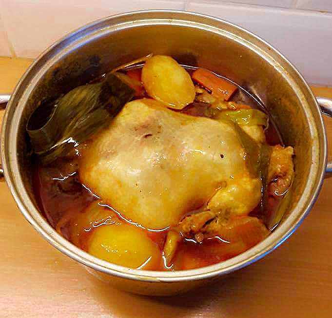 Chicken kinulob in Tomato Sauce
