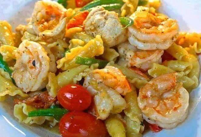 Chicken and Shrimp Pasta in White Wine Sauce