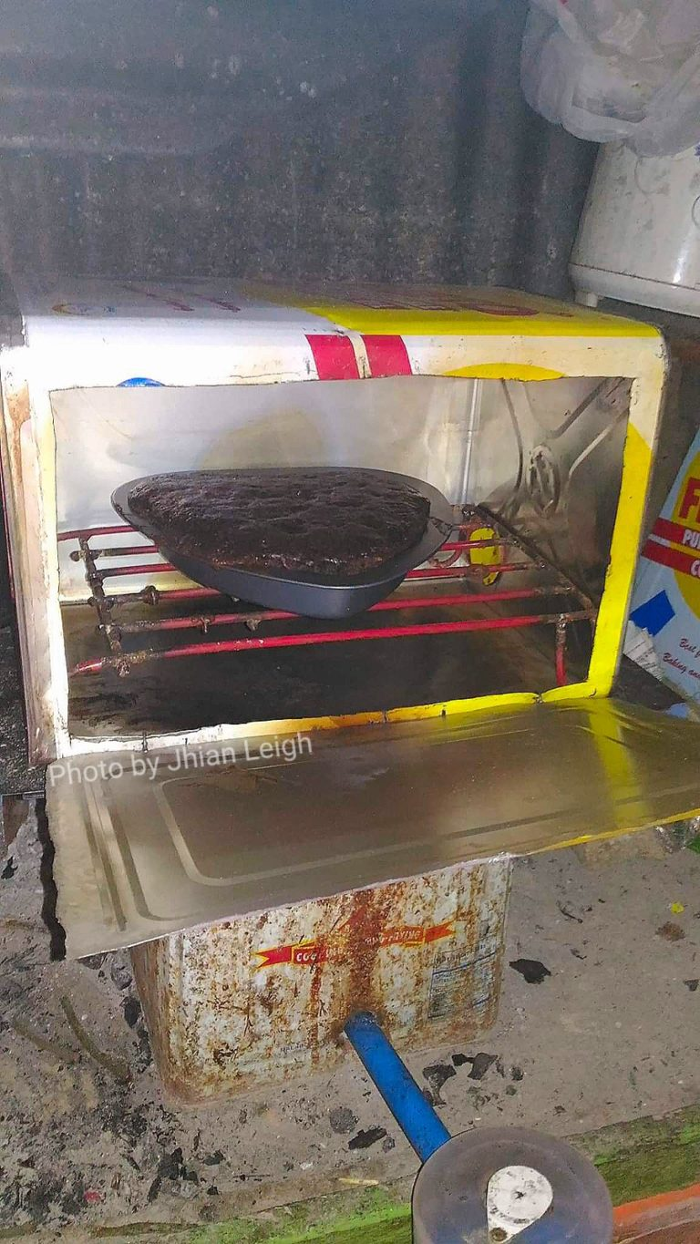 LATA OVEN - IMPROVISED OVEN USING MALAKING LATA NG MANTIKA (LARGE TIN CAN OF COOKING OIL)